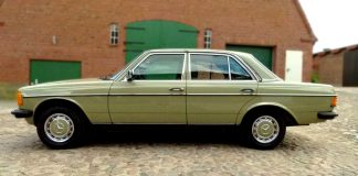 В купленном гараже мужчина обнаружил новый Mercedes-Benz E-class W123, законсервированный 30 лет назад