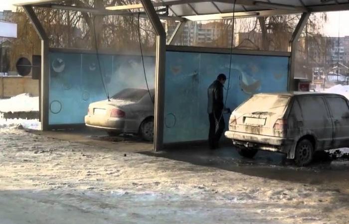 Чтобы избавить транспорт от остатков ледяного панциря, можно заехать на автомойку.