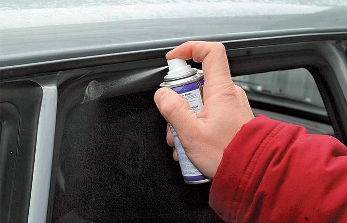 Спрей для предотвращения промерзания дверных уплотнителей.