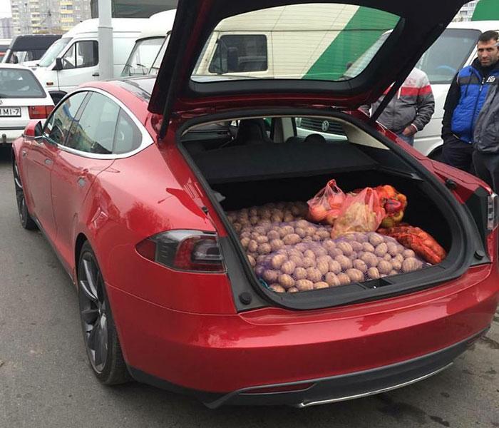 Плевать, сколько стоит твоя модная Tesla, покажи лучше сколько в нее влезет картошки