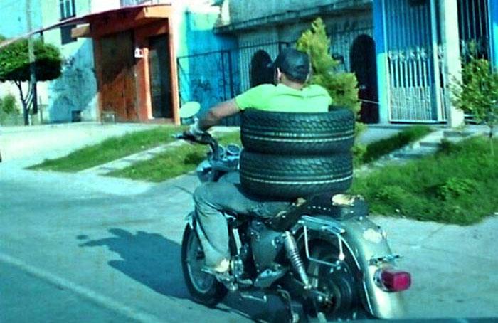Бонус: новый безопасный костюм мотоциклиста-перевозчика