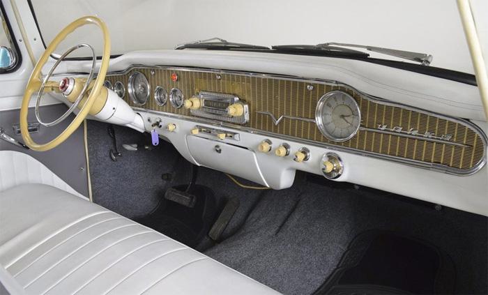"""ГАЗ-13 """"Чайка"""", 1980 года выпуска, г. Москва, 8,4 млн. рублей"""