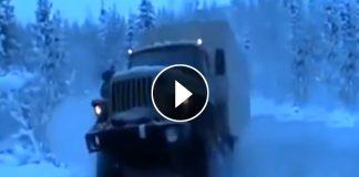 Неистовый Урал героически штурмует замерзшую реку на Севере