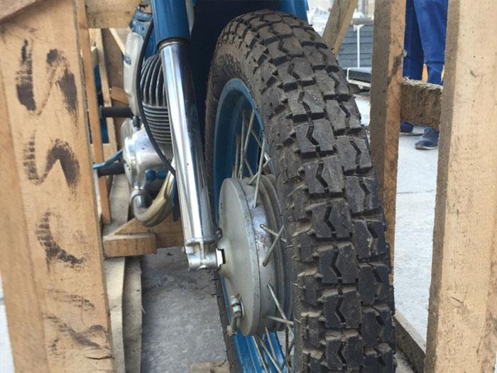 Забытый на 40 лет мотоцикл ИЖ с пробегом 3 км обнаружили в гараже