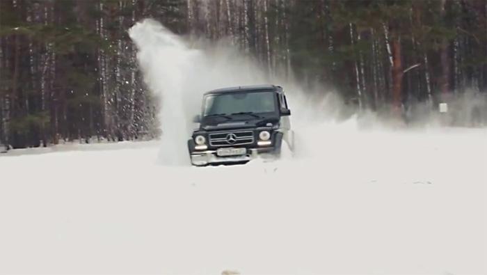 Gelandewagen играючи справляется со снежными заносами