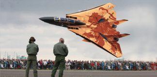 20 самых рискованных трюков в исполнении пилотов