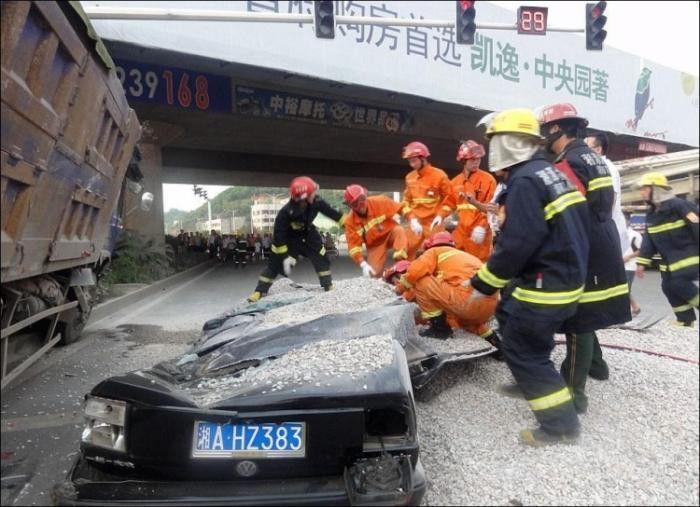 30 жестоких аварий, в которых чудом никто не пострадал