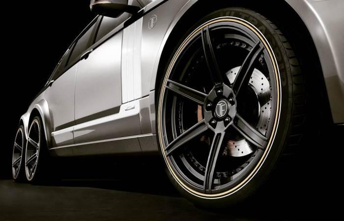 роскошный 6 колёсный Range Rover рядом с которым меркнет